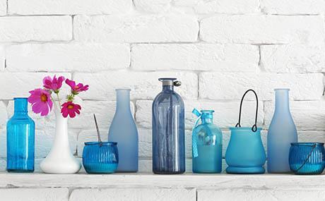 Ispirazione colori decorazione bottiglie in vetro blu